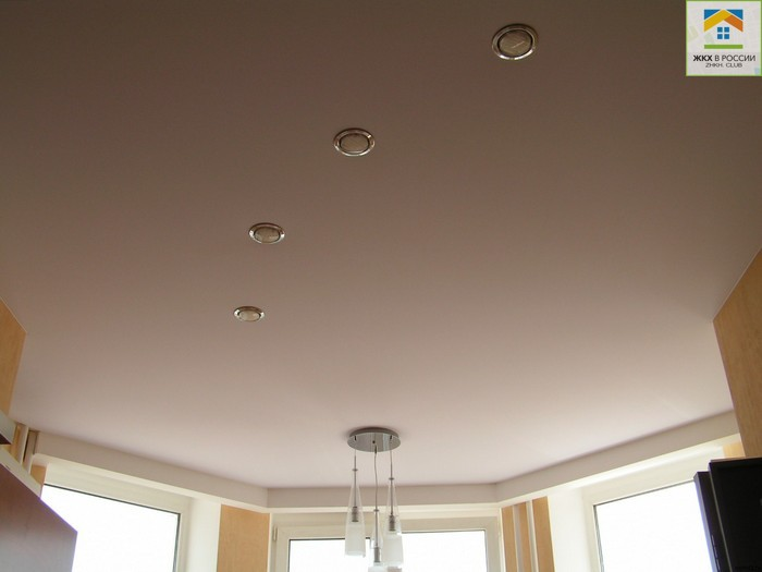 чистка тканевого потолка